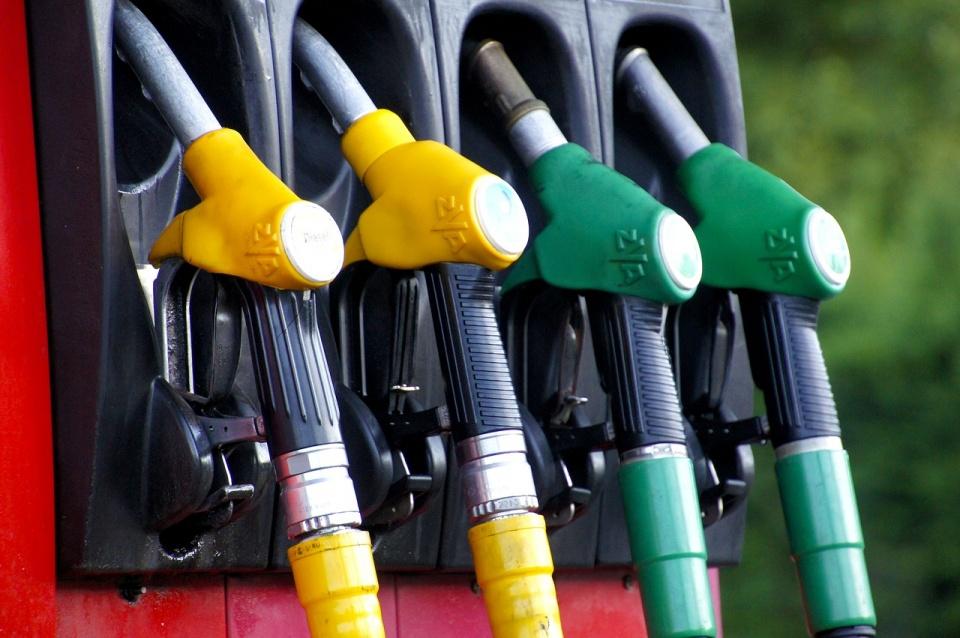 Mennyi benzin maradjon a bérelt autóban?